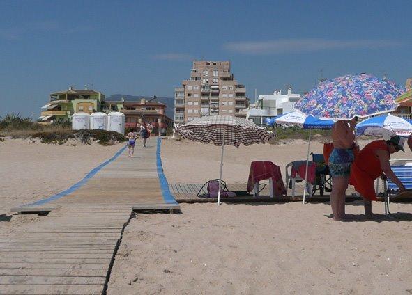 Punto accesible en la playa de tavernes de la valldigna - Casas en tavernes de la valldigna ...